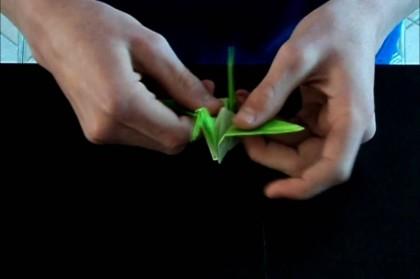 Zelf een origami kraanvogel vouwen